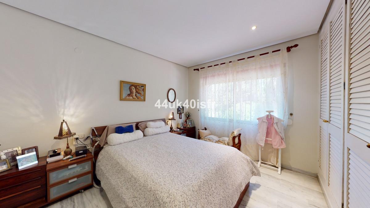 Apartamento Planta Media en Venta en Elviria – R3682859