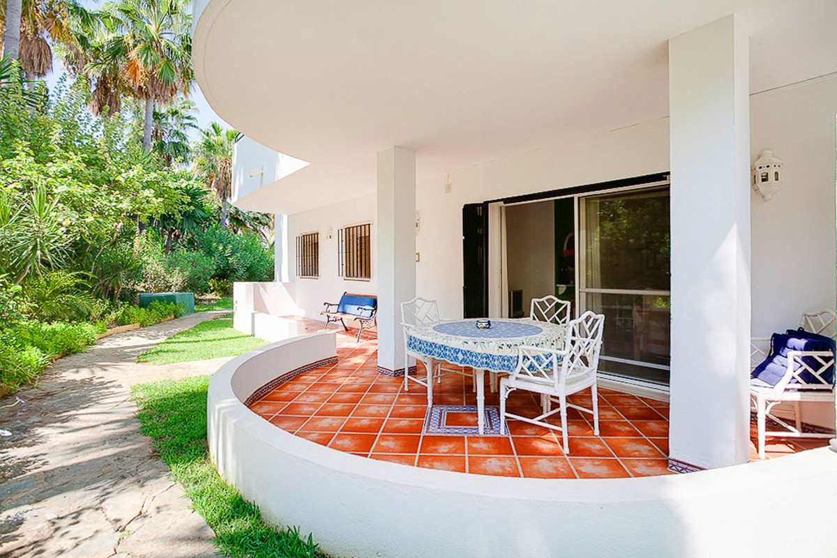 Bargain apartment close to Estepona Golf, only a few minutes to the sea call for more details,Spain
