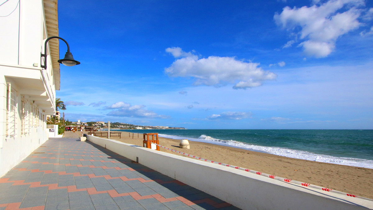 Fantastic  Holiday Home at the Beach of La Cala de Mijas 5 bedrooms 3 bathrooms  Excellent location ,Spain