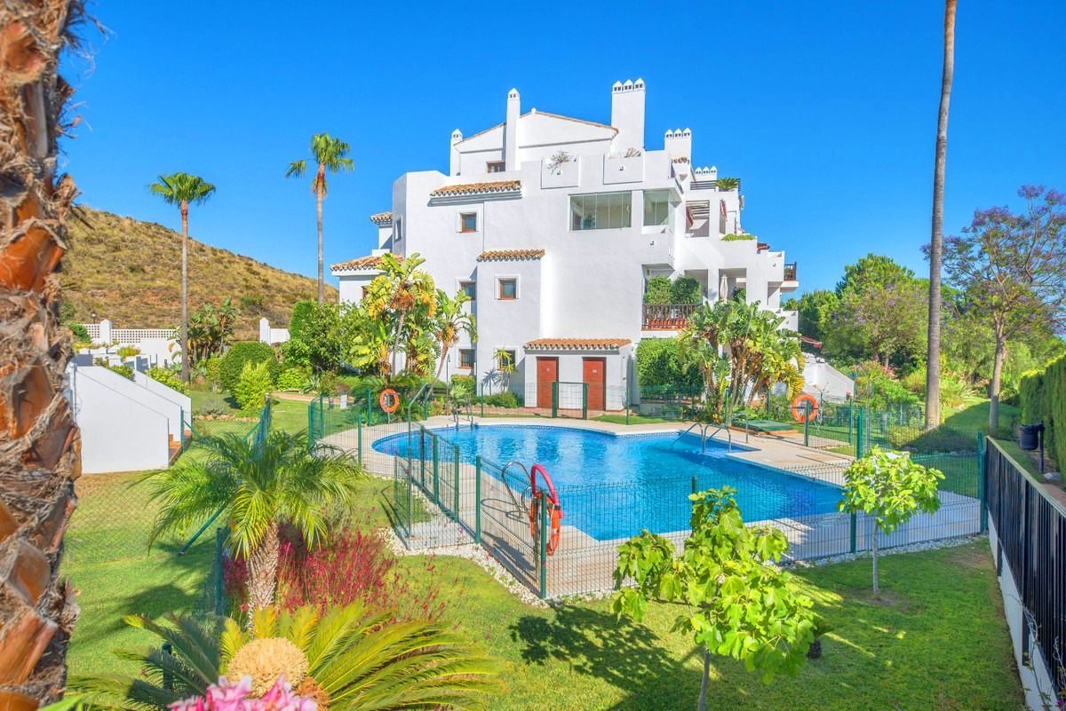 Luxury ground floor property with 3 bedrooms, 2 bathrooms (two bath tubes and one walk-in shower), a, Spain