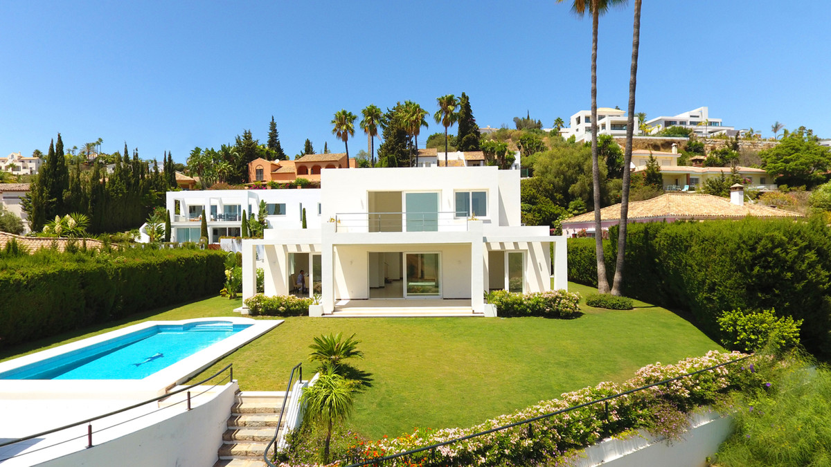 Brand New villa inf Front-line golf El Paraiso  Fully Exclusive Call for more info., Spain