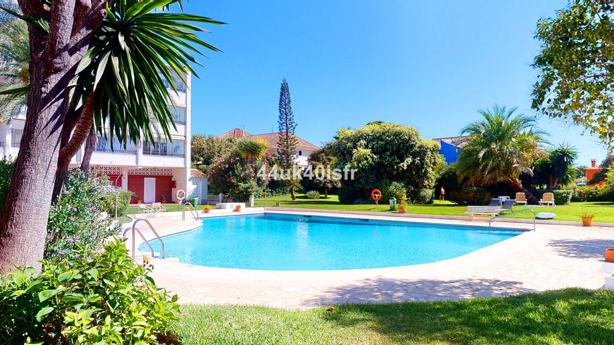 Marbella Banus Apartamento Planta Baja en Venta en Elviria – R3699983
