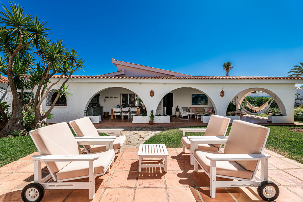 Wonderful renovated house, just 50 meters from one of the most beautiful beaches of the Costa del So, Spain