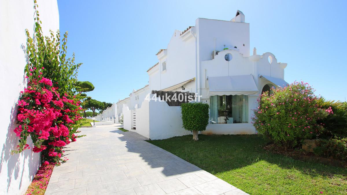 Marbella Banus Adosada en Venta en Las Chapas – R3515071