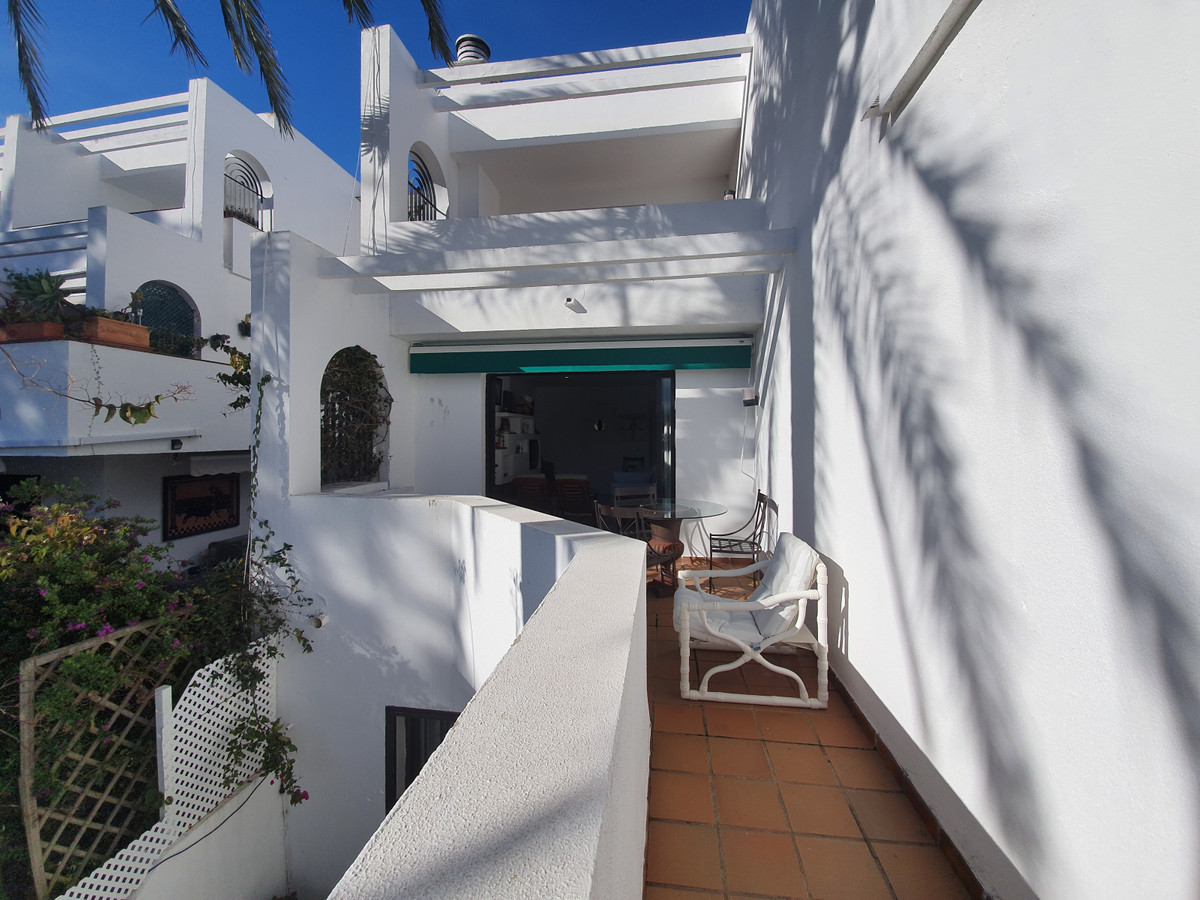 Duplex house, on two floors, master bedroom suite and two double bedrooms with bathroom and guest to,Spain