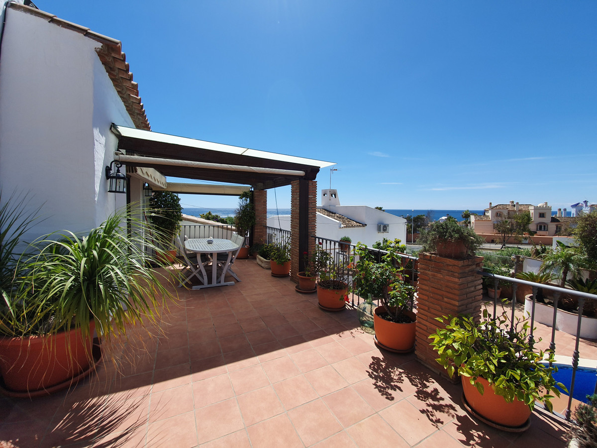 Gorgeous detached villa, close to all amenities. Beautiful colonial property with a touch of modern.,Spain