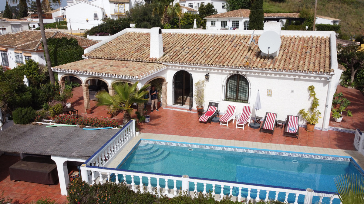 This stunning villa built on one level must be seen. The very spacious lounge of 80 m2 leads straigh,Spain