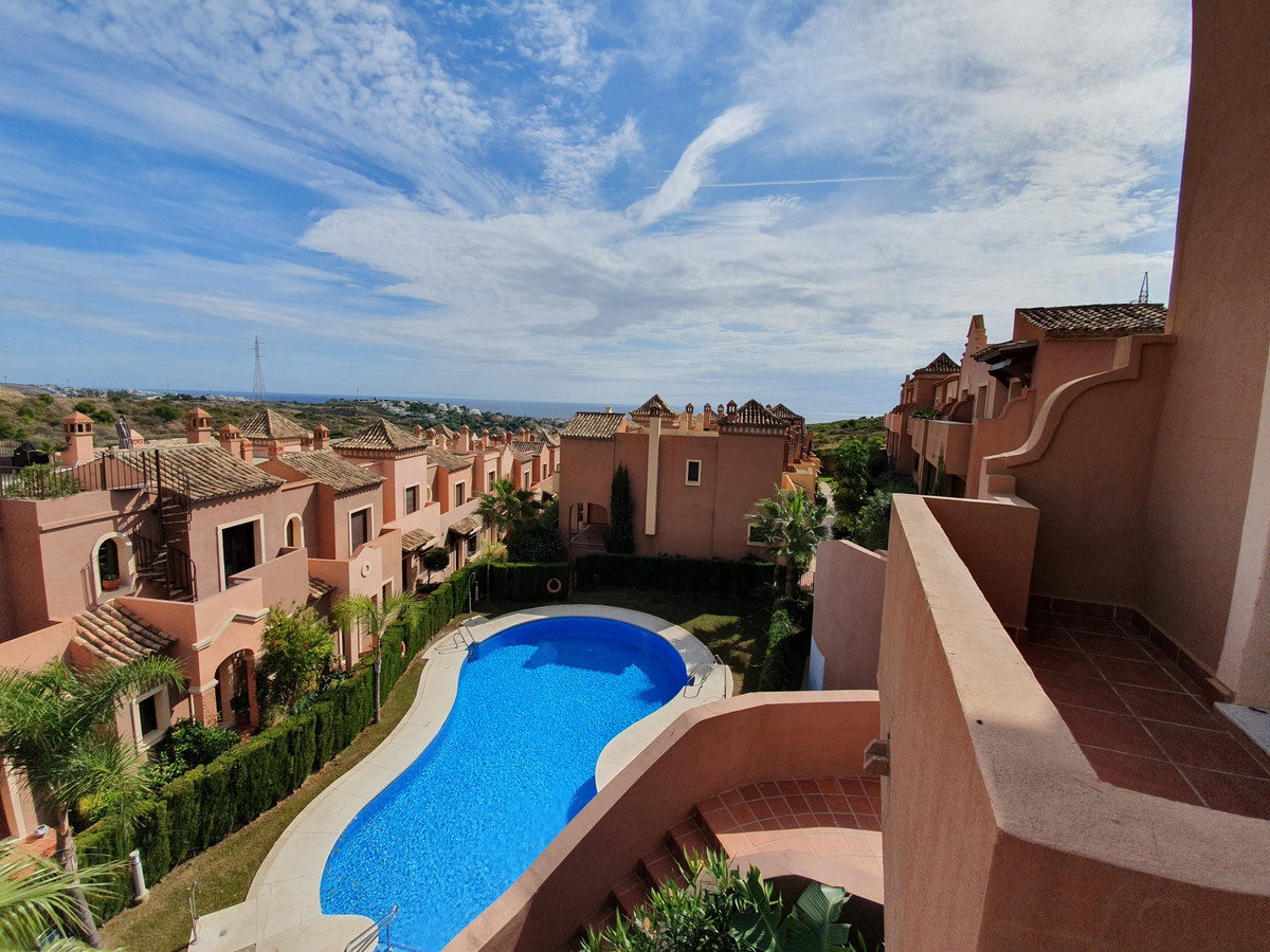 Spectacular house and the largest in the entire urbanization. He is king in this beautiful golf and ,Spain