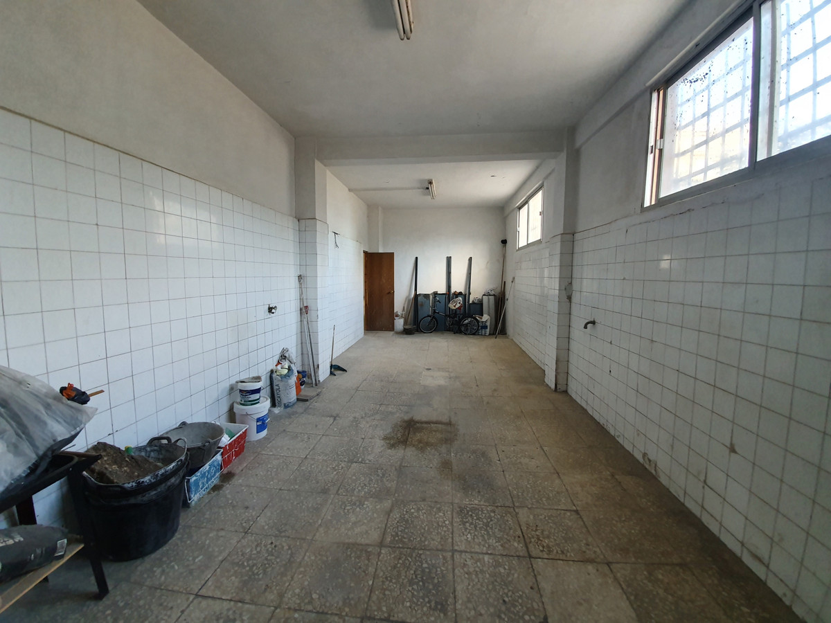 344M2 LOCAL IN SABINILLAS FOR SALE GREAT FOR MECANIC, HAS A SEPERATE CARWASH, LARGE DOORS ON 2 SIDES,Spain