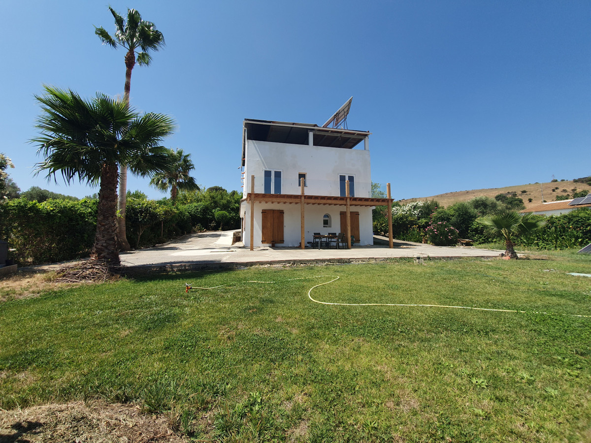 This is an amazing opportunity! 2600M2 of flat plot, own water source and own electric made by solar,Spain