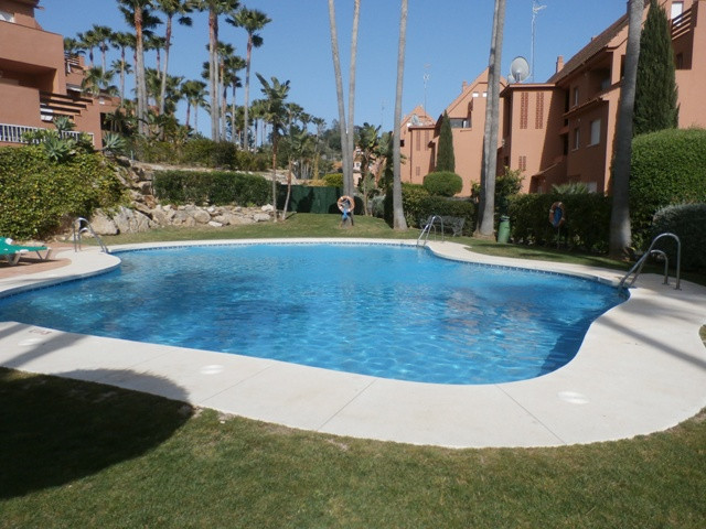 This immaculate 2 bedroom, 2 bathroom groundfloor apartment is in the well established urbanisation , Spain