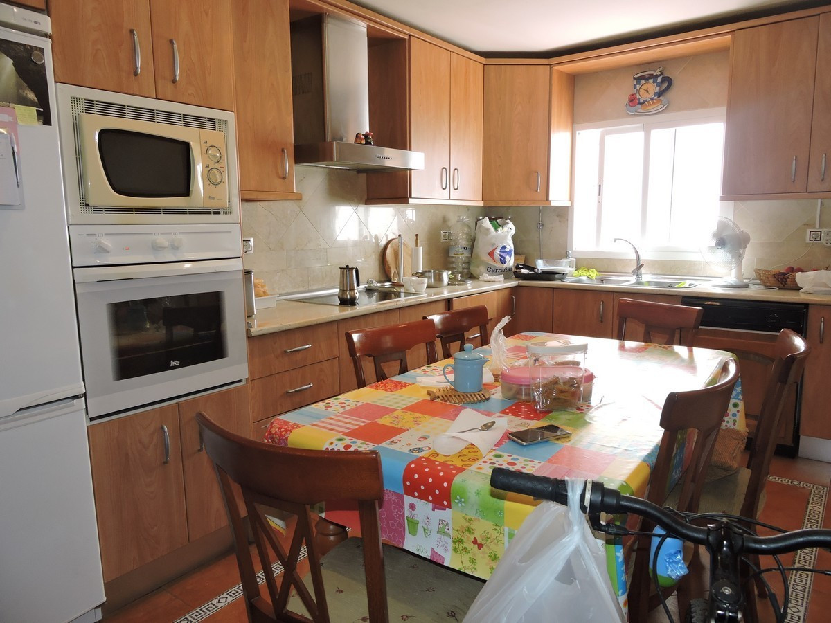 Family home with three bedrooms and two bathrooms now for sale in the centre of Sabinillas. 112M2 li, Spain