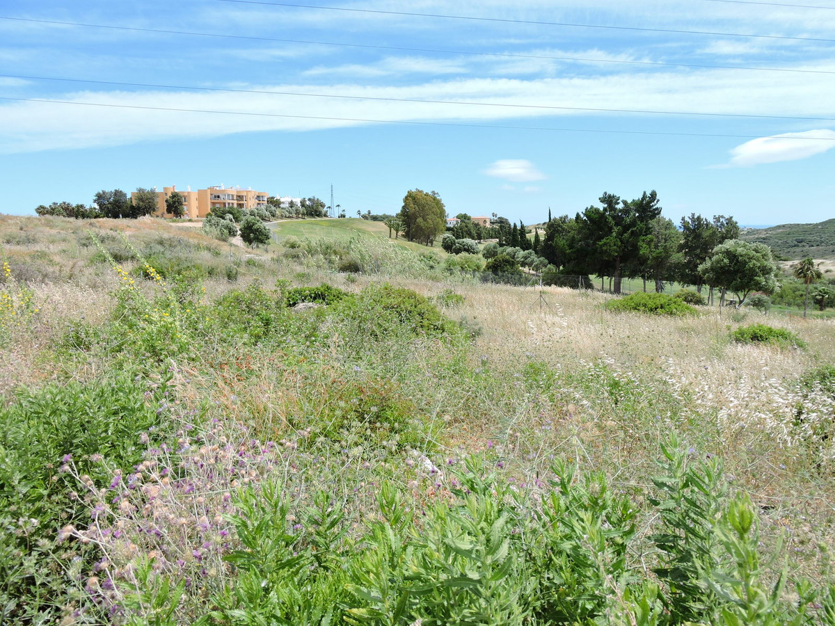 R3221863 | Residential Plot in Estepona – € 92,000