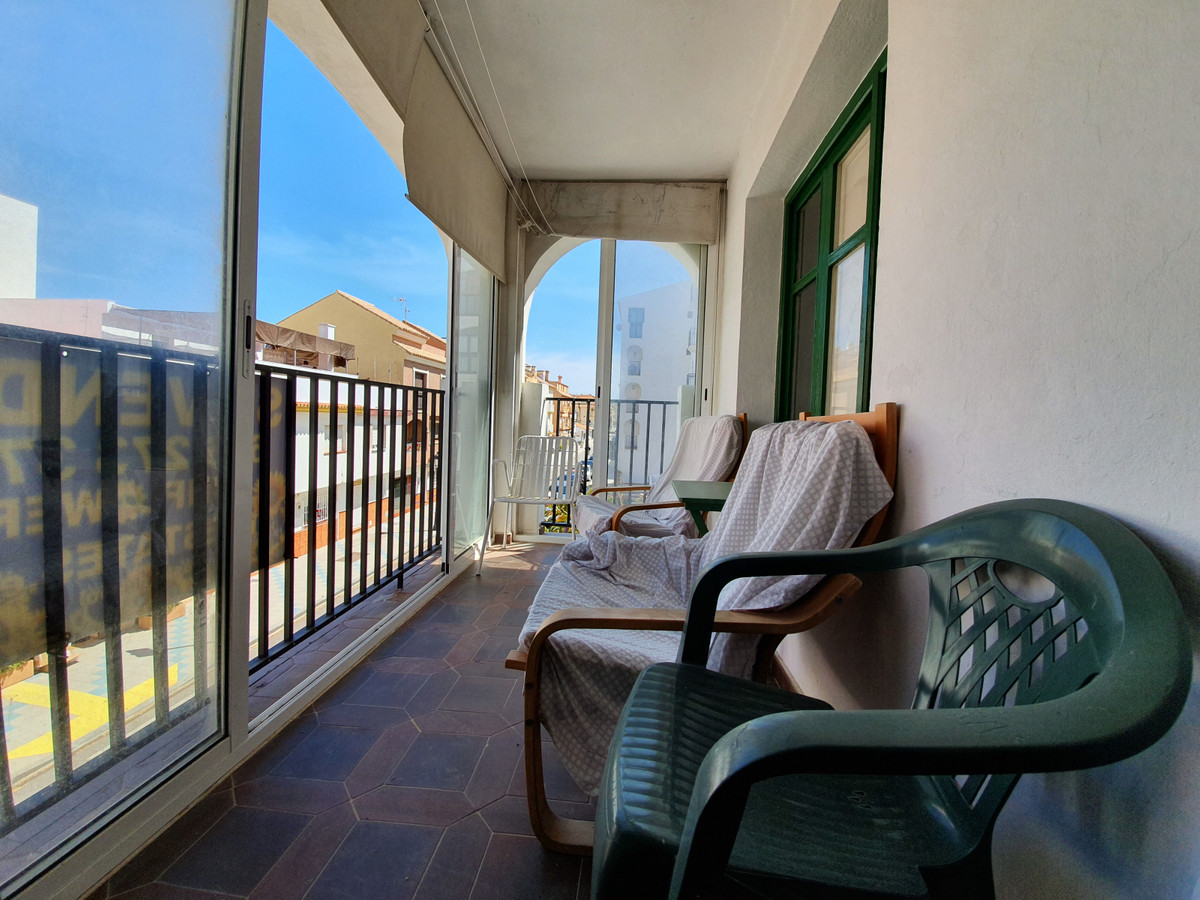 Great 3 bed apartment on a 2nd floor in the heart of Sabinillas.  Second line beach. This urbanizatiSpain