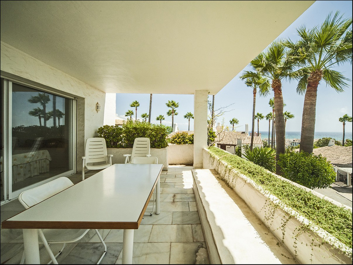 Large townhouse.open , bright, great views, with 3 beds and 2 baths.  Semi-detached house with beaut Spain