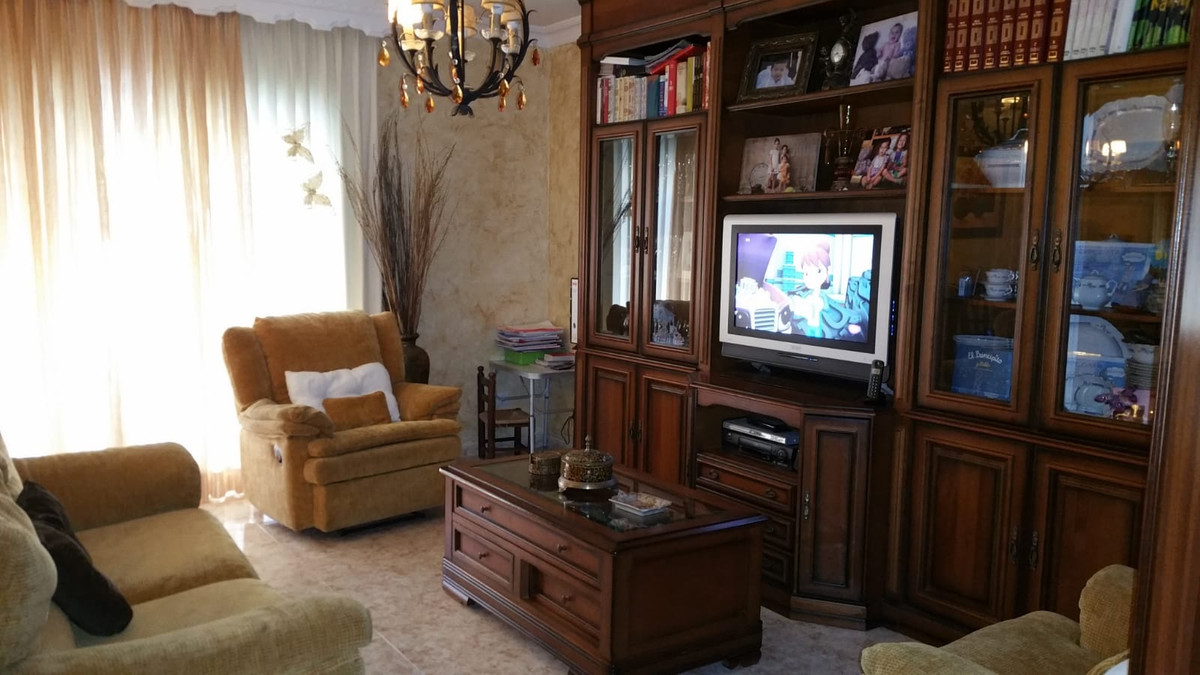 3 beds 2 baths, first floor, large apartment in Estepona town,Spain