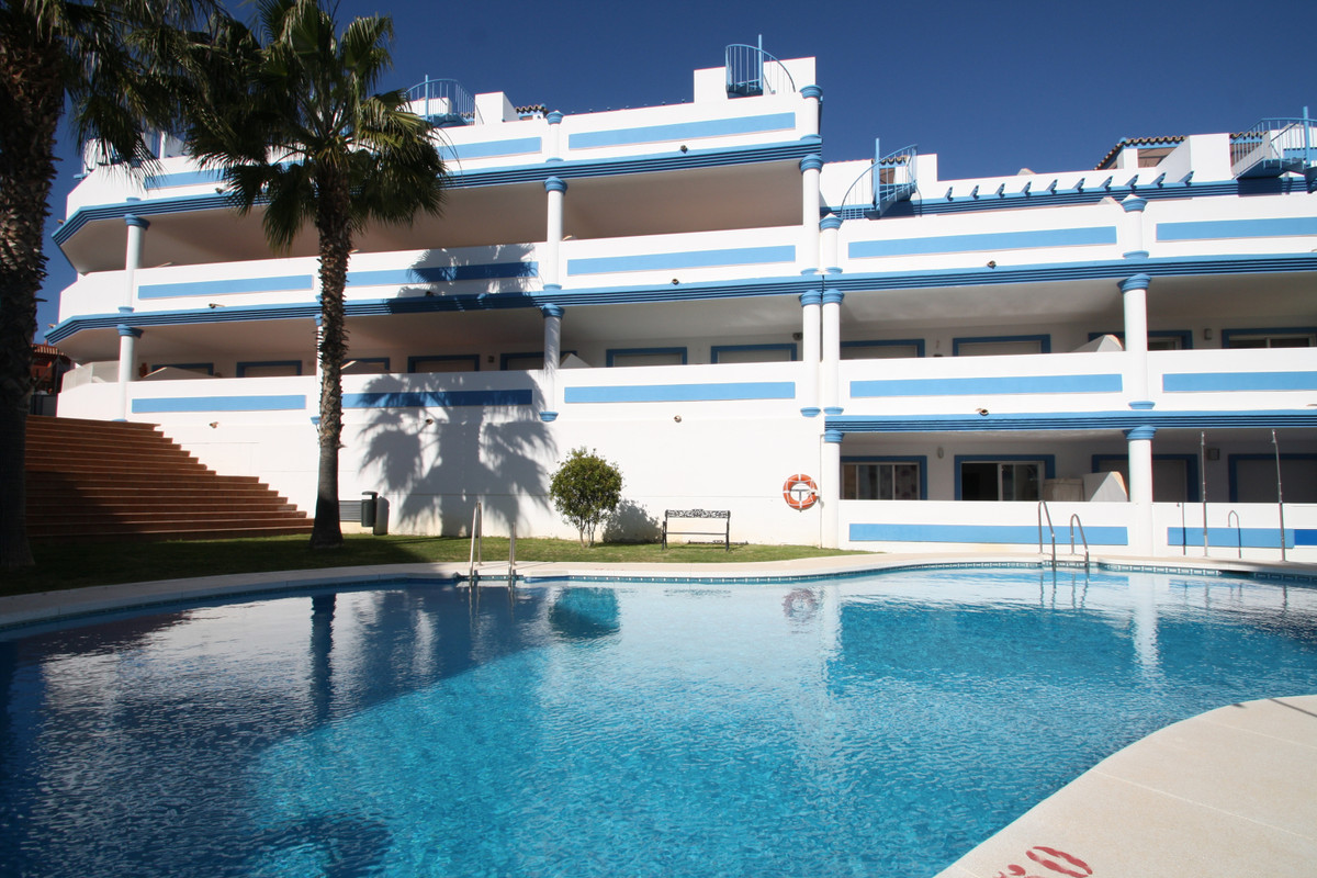 Now reduced!  Great offer, 2 bed, 2 bath with lift, pool, nice views, great location and fully furni, Spain