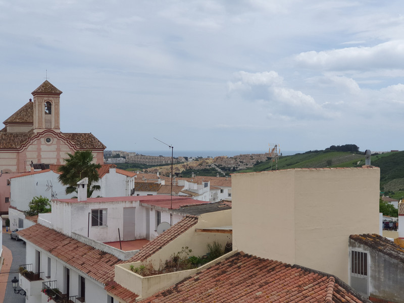 Middle Floor Apartment in Manilva for sale