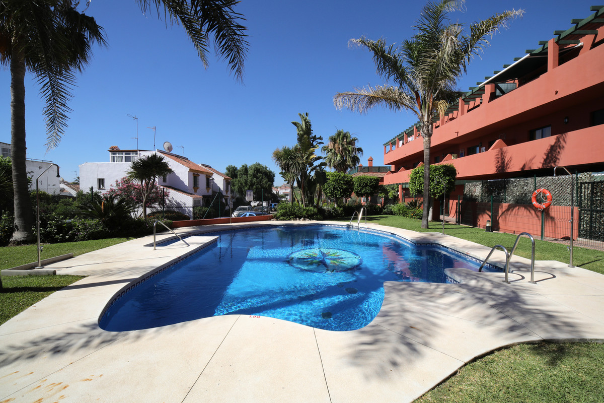 Very nice apartment, great as a holiday home, close to the beach and with communal pool. Low fees, l, Spain