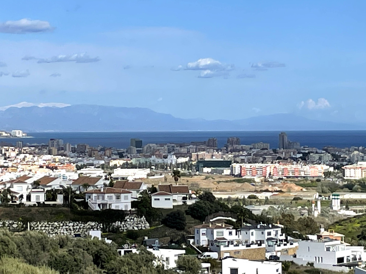 New, very large, south/southeast-facing 3-bed/3-bath apartment (139m²) in the exclusive private comm,Spain