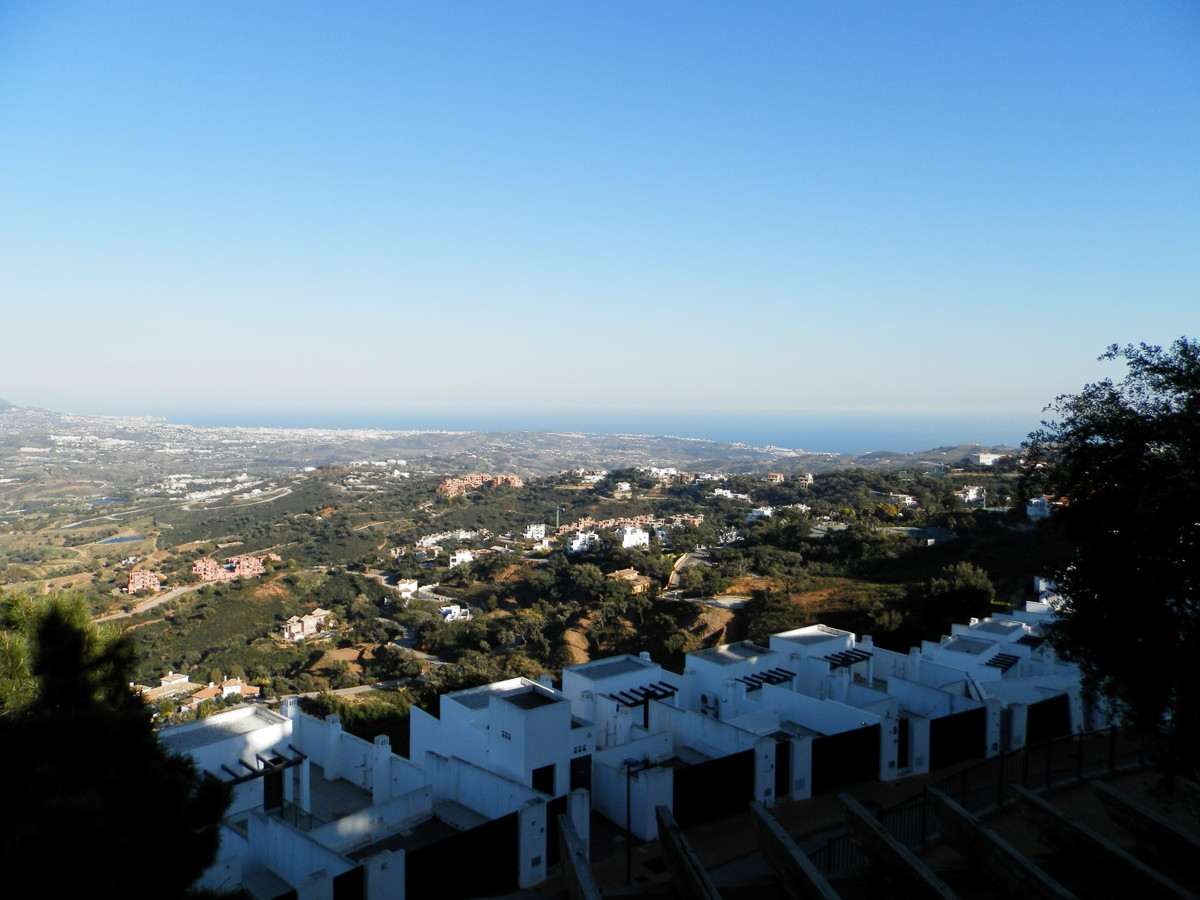 This two bed property is very well designed and has the best views La Mairena has to offer.  There a, Spain