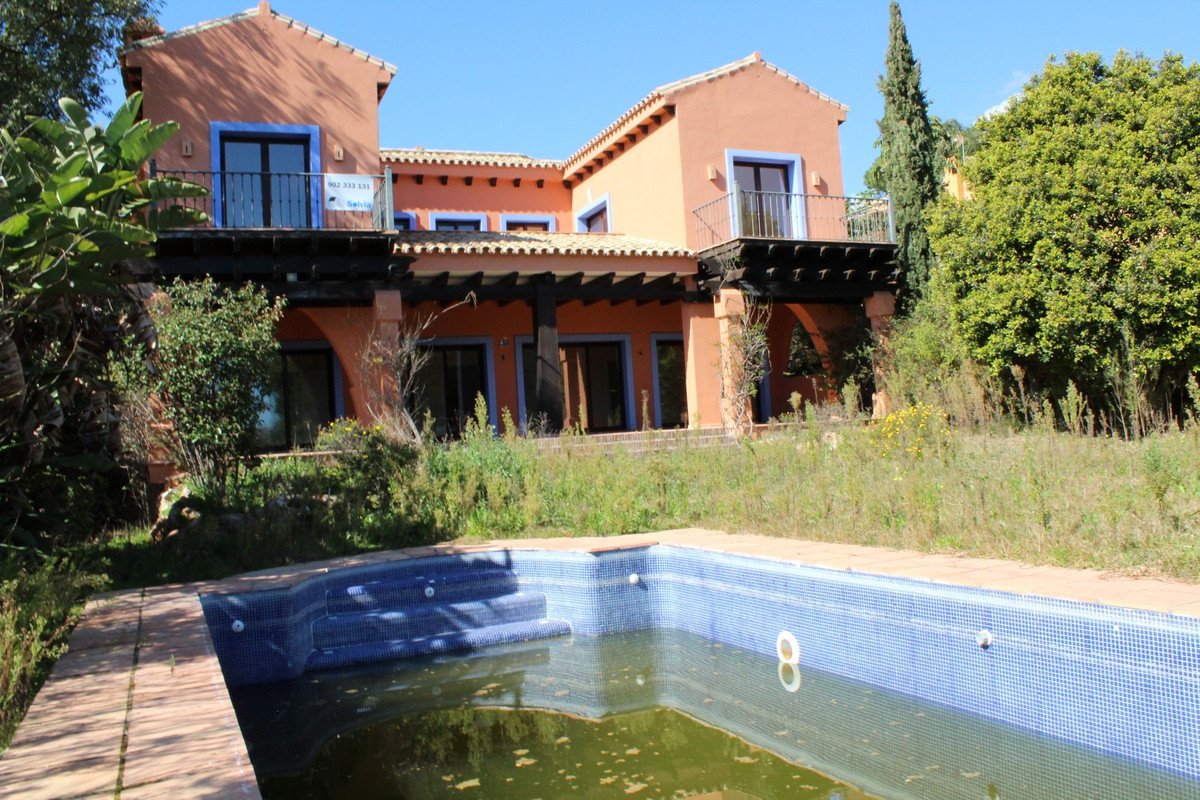 A truly unique opportunity to buy the cheapest detached villa in the very affluent area of Hacienda ,Spain
