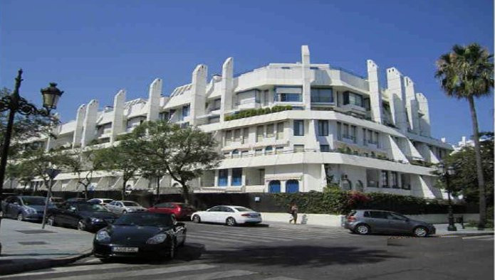 Apartment with garage and storage in Marbella, just 5 minutes from the sea. It has an area of 120 m²,Spain