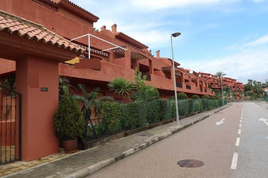 Housing with garage and storage room in Estepona. It has a total built area of 101 m², distributed i,Spain