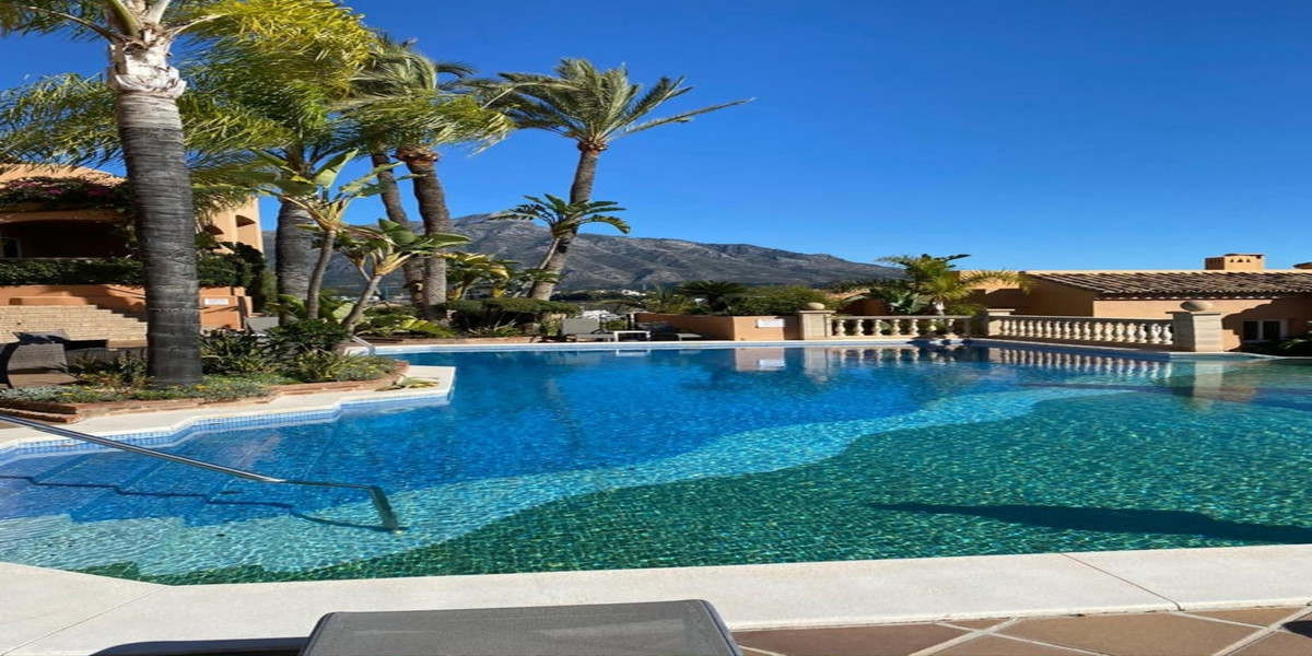 A well presented corner 3 bedroom ground floor elevated apartment, set within a prestigious developm,Spain