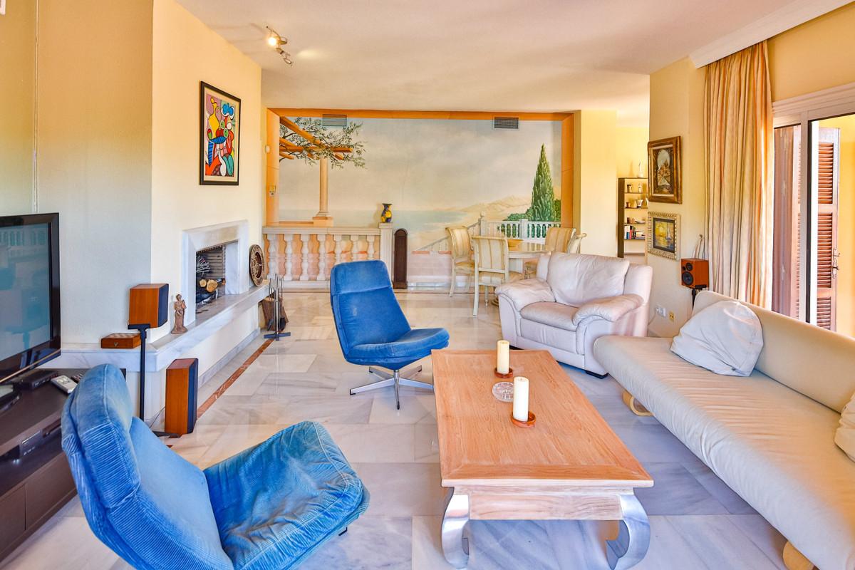 Apartamento en Venta en Nueva Andalucía – R3766342