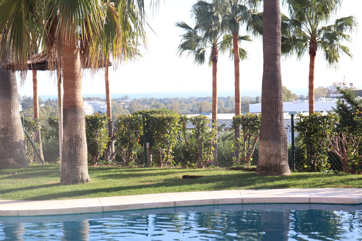 Nice ground floor two bedroom apartment located walking distance to Atalaya school, supermarket and ,Spain