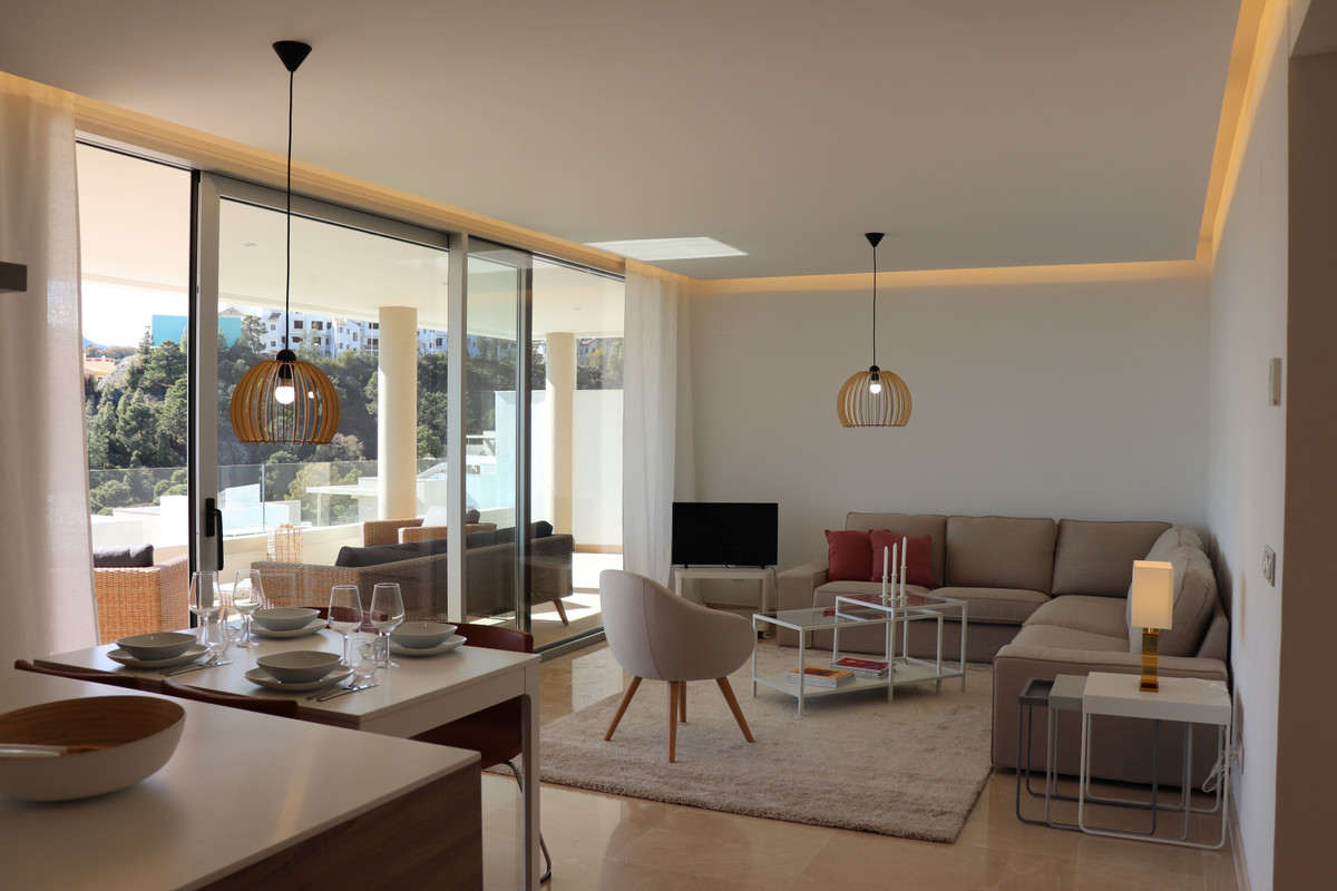 Recently delivered brand new contemporary corner apartment for short term rent in Botanic Very high ,Spain