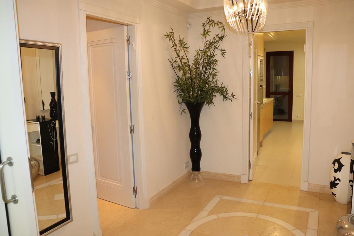 Apartamento Planta Baja en Venta en New Golden Mile – R3436099