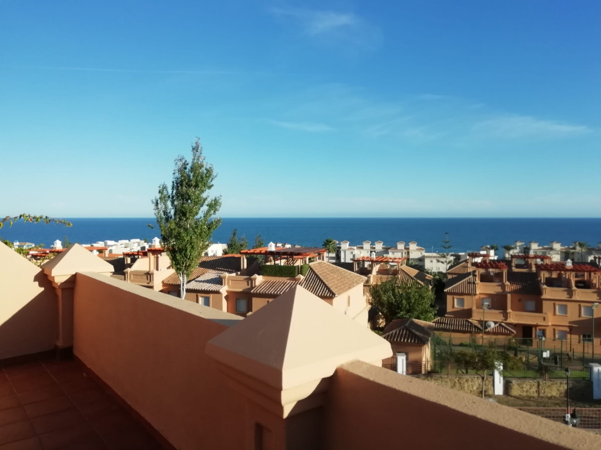 Luxury townhouse with 3 bedrooms in private and quiet urbanization, excellent gardens with tropical ,Spain