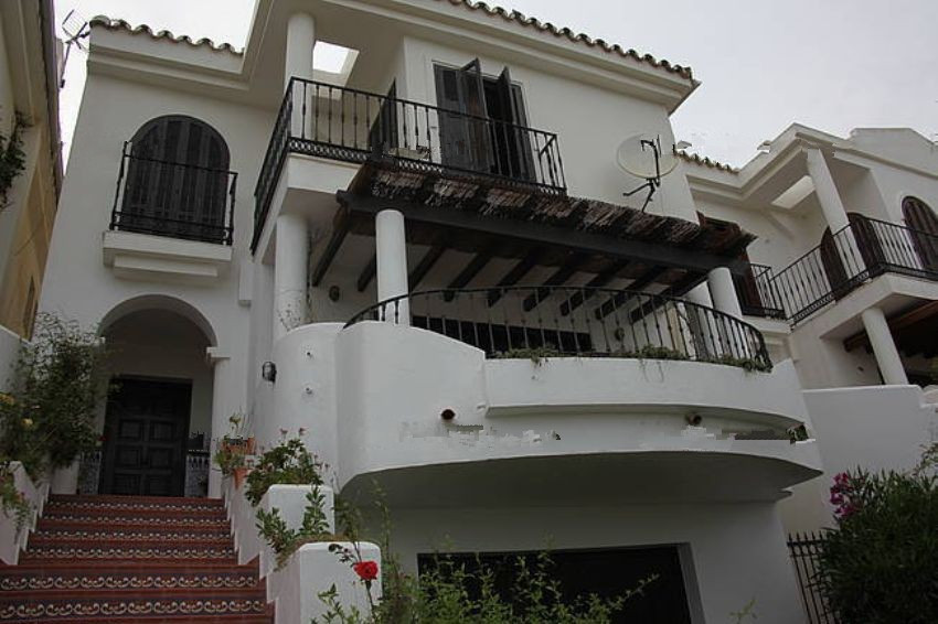 Bright and spacious villa with sea and golf views in La Duquesa (Manilva). With a plot of 300 sqm an, Spain