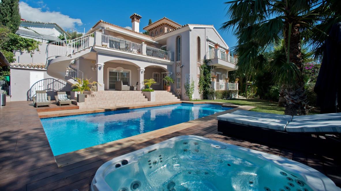 Villa  Detached for sale   in El Rosario