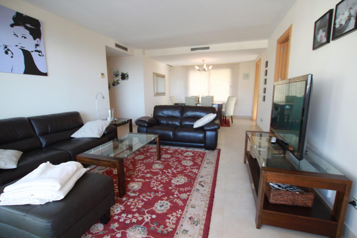 Apartamento Planta Media en Venta en Altos de los Monteros – R3320752