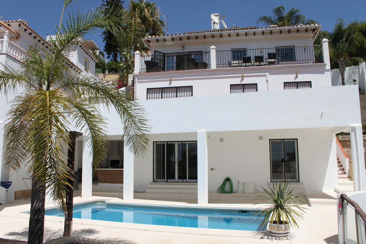 Fantastic villa with independent Guest apartment. Panoramic views over the Mediterranean and Mijas H, Spain