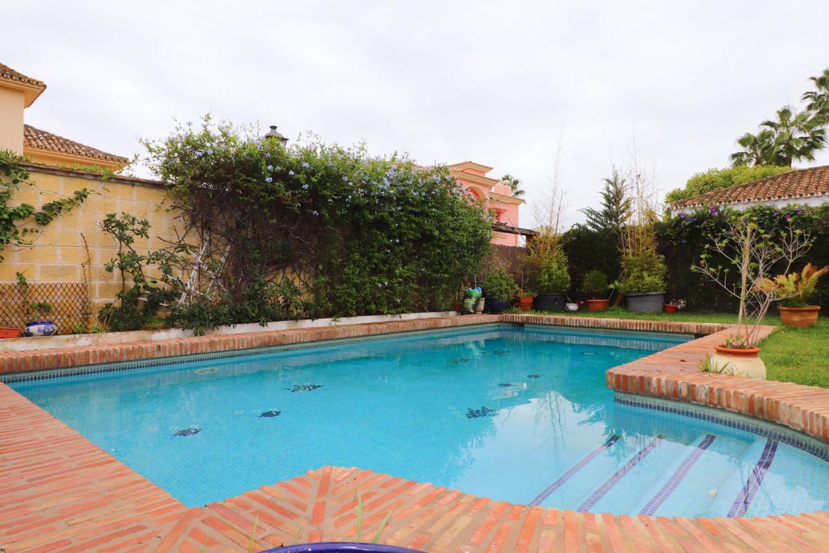Villa en Venta en New Golden Mile – R3759961
