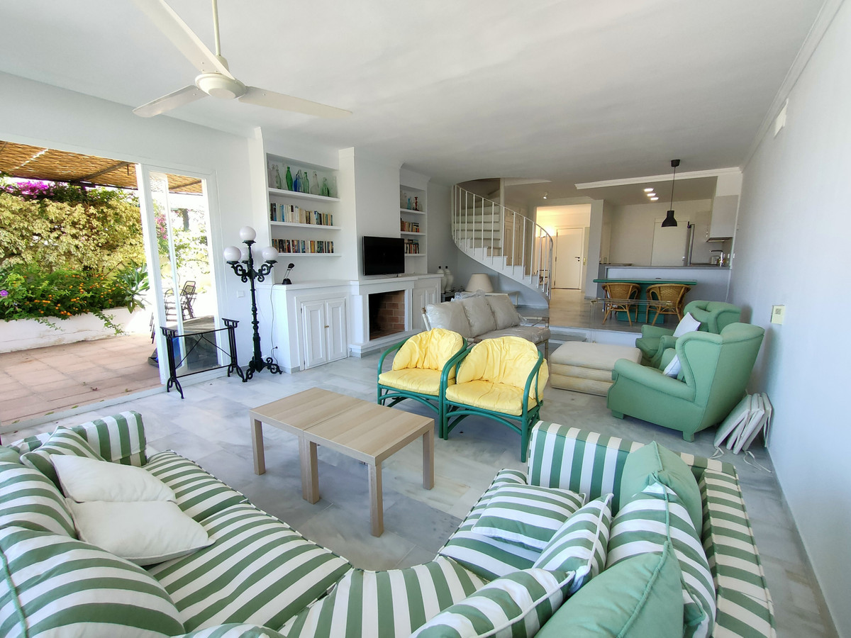 Ideal family home with entrance hall and guest toilet, large lounge with beautiful views over a pine,Spain