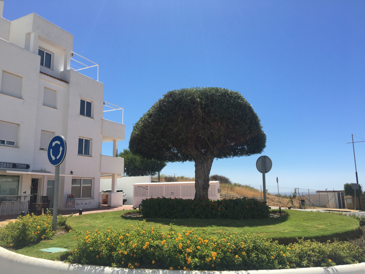 BEAUTIFUL AND CHARMING 2 bedroom apartment in Valle Romano, Estepona.  Located in a well known urban,Spain