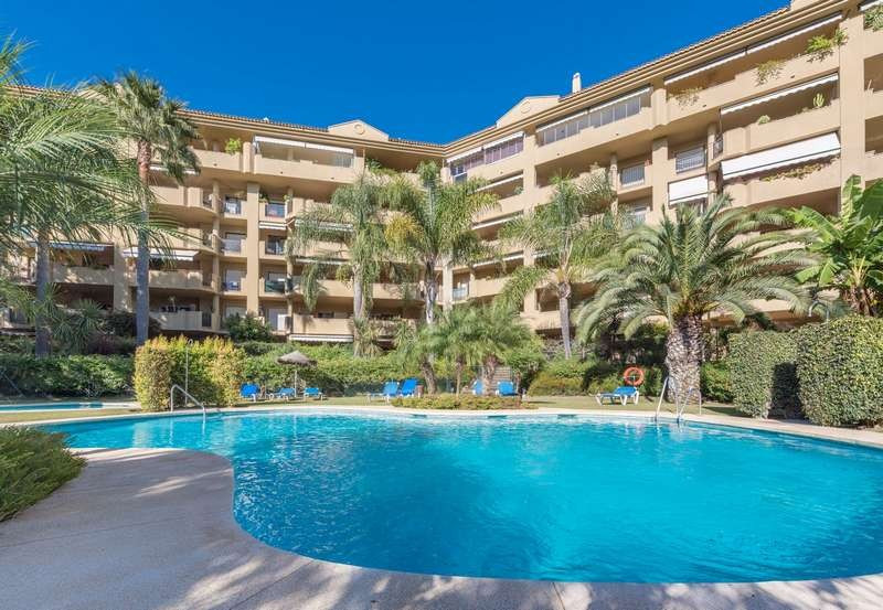 Welcome to this second floor apartment situated in Guadalcantara Golf, a 24 hours secured and fully , Spain