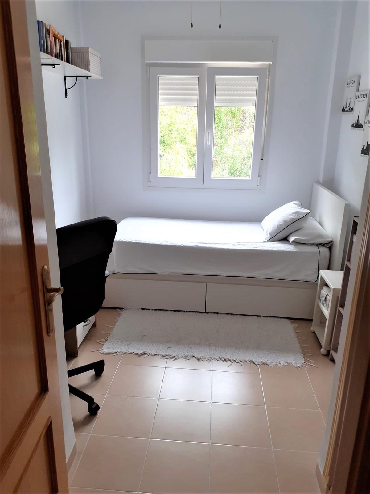Rijhuis te koop in Estepona R3920446