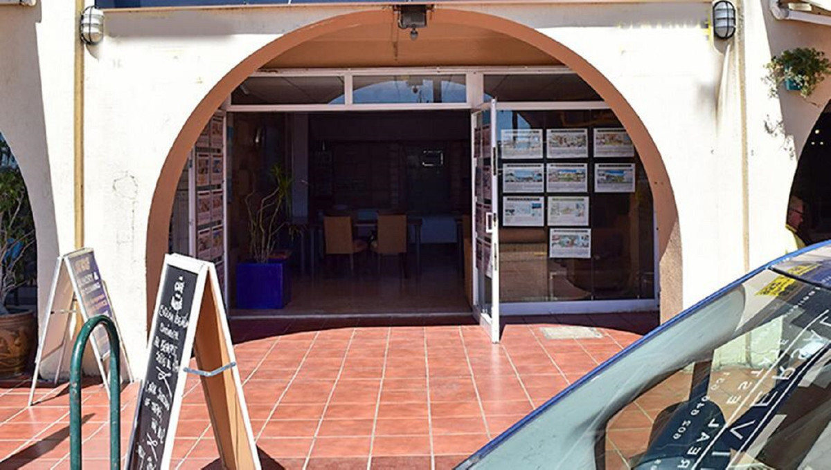 Do you want to own your own business? Acquire this magnificent commercial premises in the heart of t,Spain