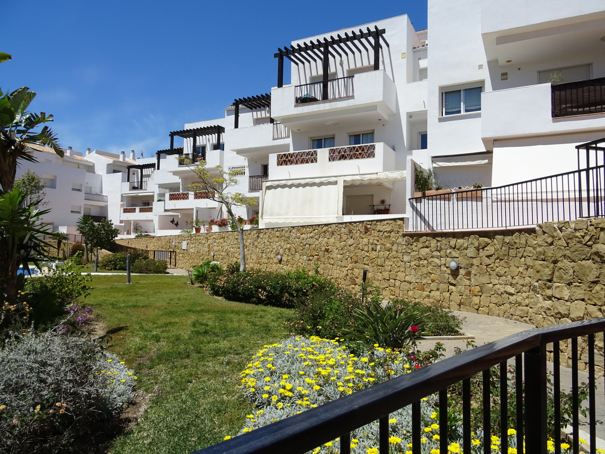 Very spacious and bright apartment in immaculate order in Seaflower de Miraflores.  The property has,Spain