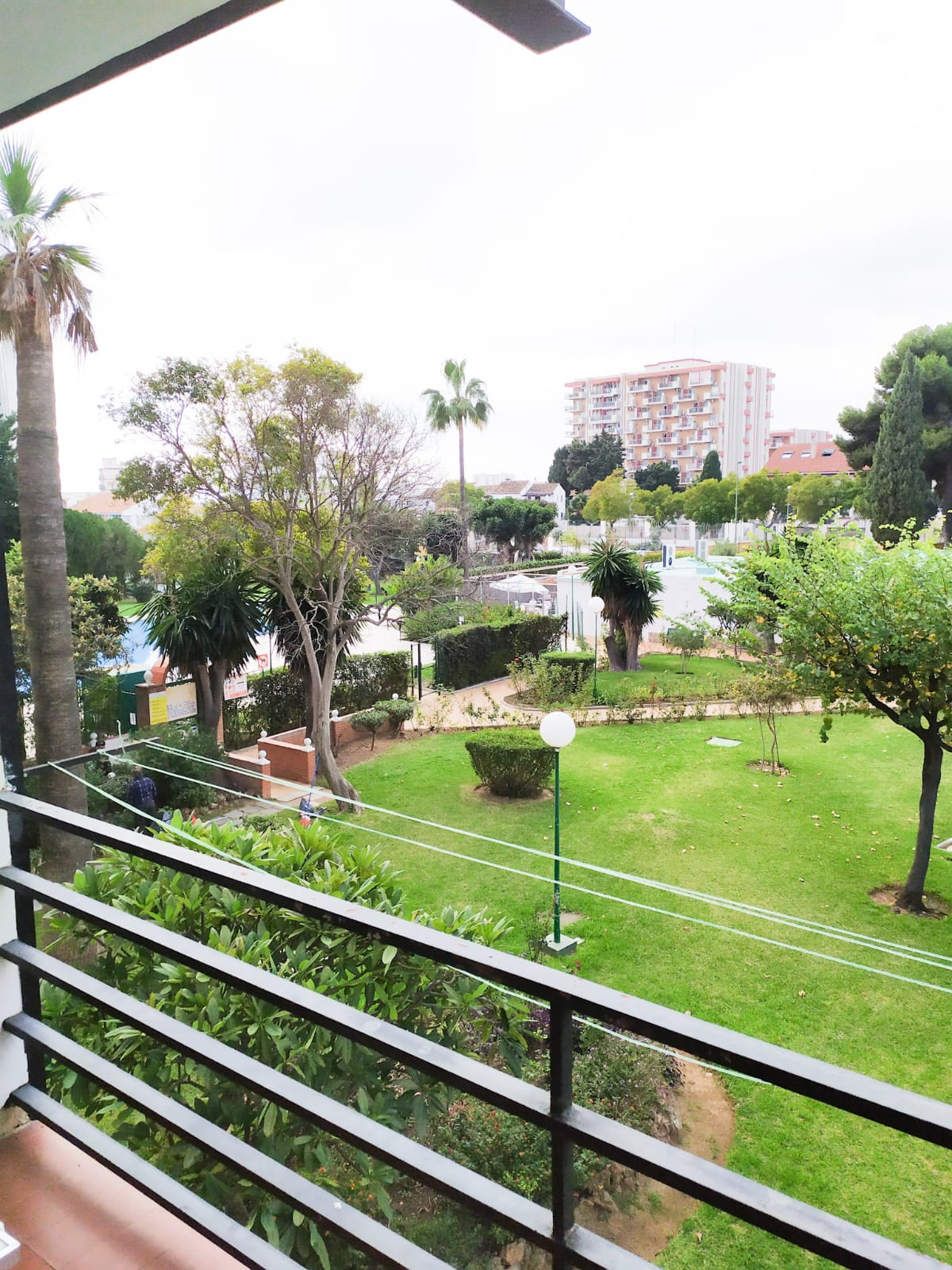 Fantastic 2 bedroom - 1 bathroom apartment for sale, situated in a popular complex walking distance , Spain