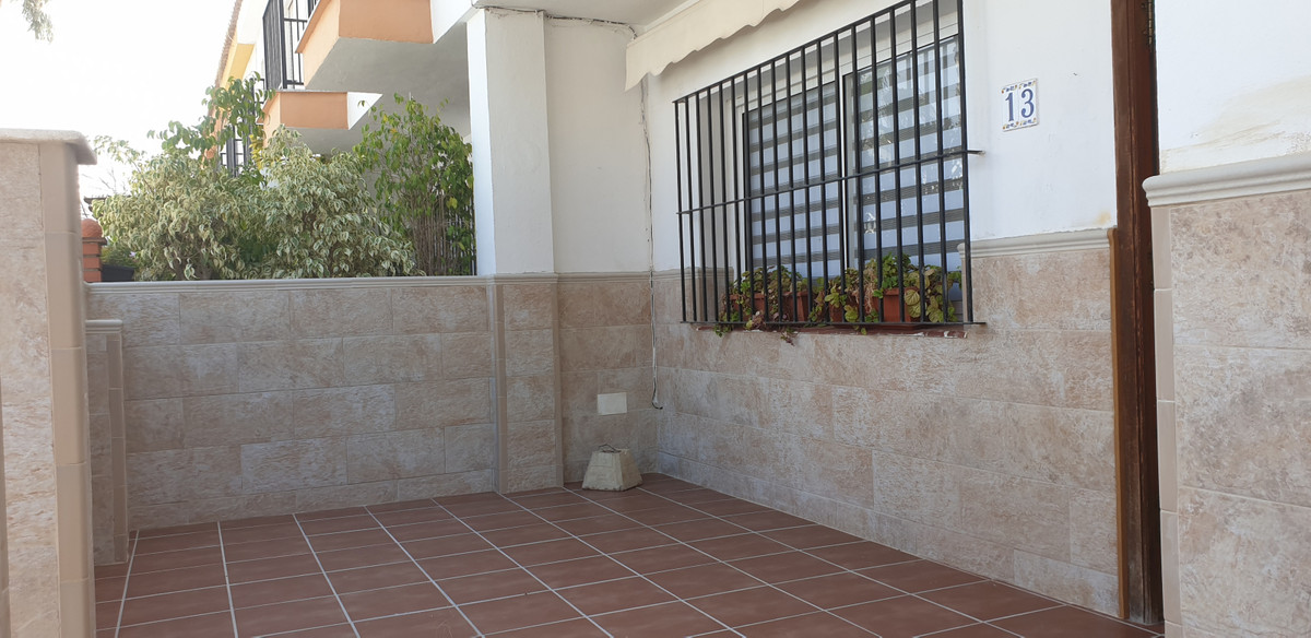 Fantastic townhouse walking distance to La Cala Village in a very well sought after area.   The prop,Spain