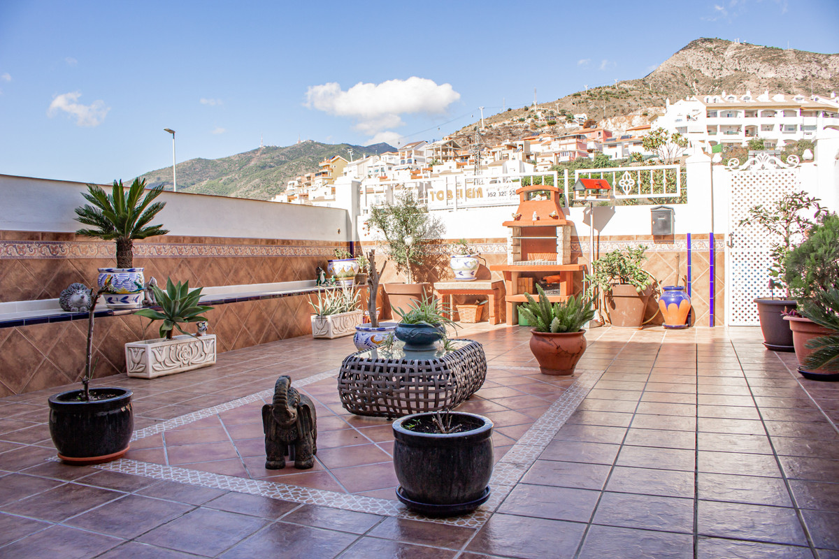RARELY ON THE MARKET, FOUR BEDROOM TOWNHOUSE IN ARROYO DE LA MIEL  Great opportunity to own this ama,Spain