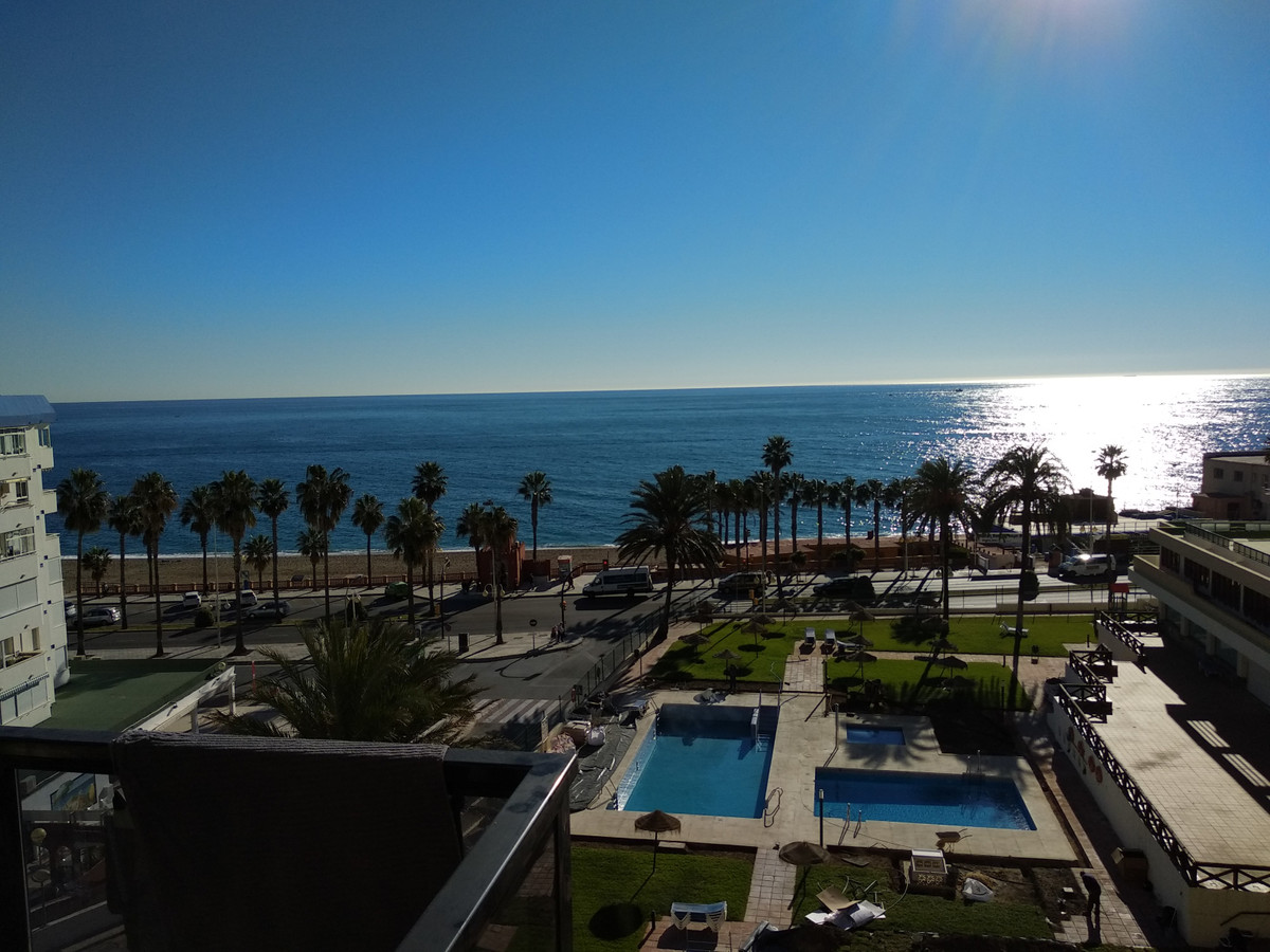FIRST BEACH LINE Apartment-studio with spectacular frontal and panoramic sea views on the beachfront,Spain