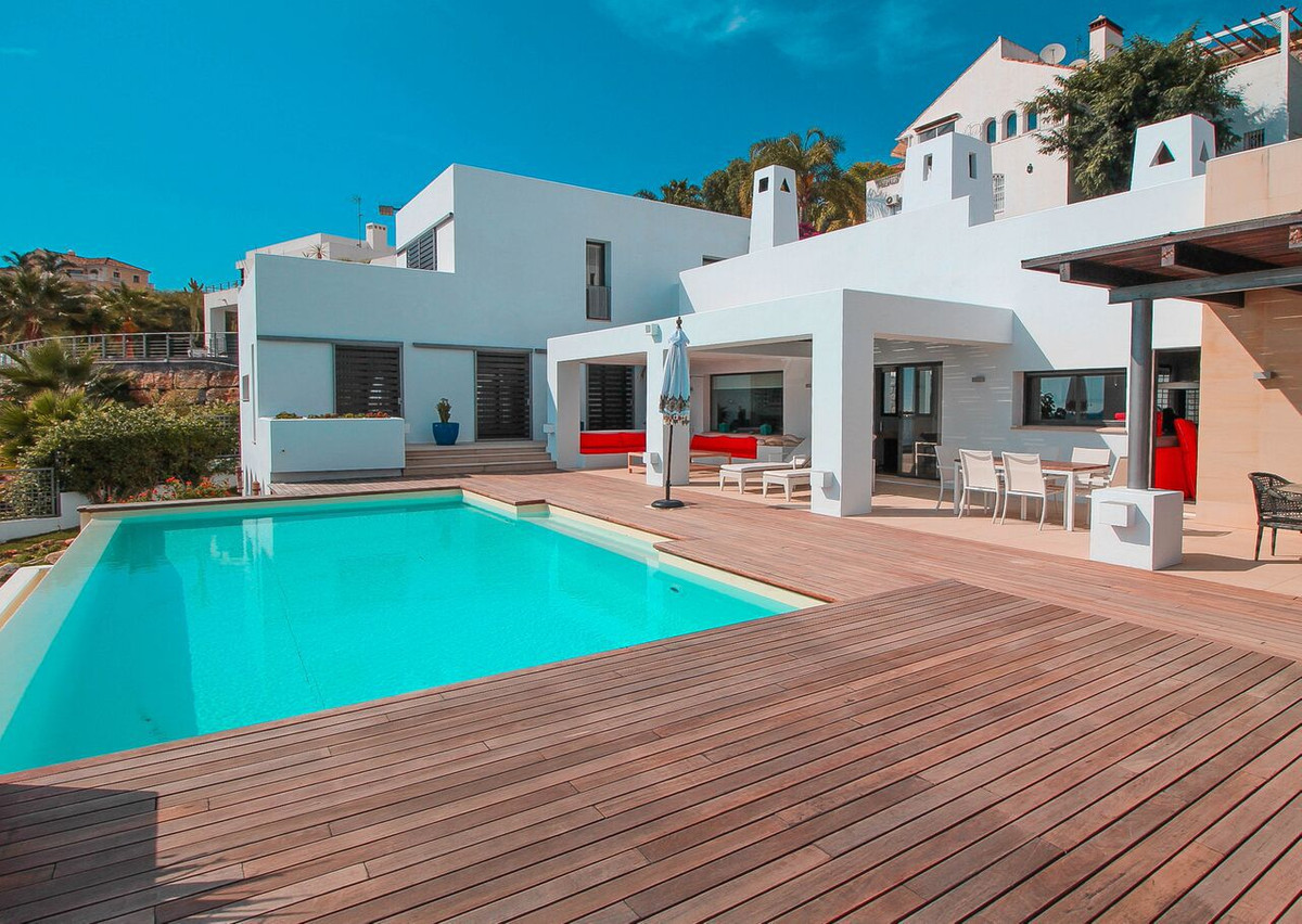 STUNNING 6 BEDROOM VILLA IN EL CAPITAN, BENAHAVIS. IMMACULATE CONDITION.  The property has lots of o, Spain
